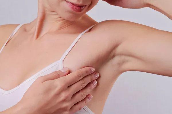 为何医生要我们没事摸摸乳房?