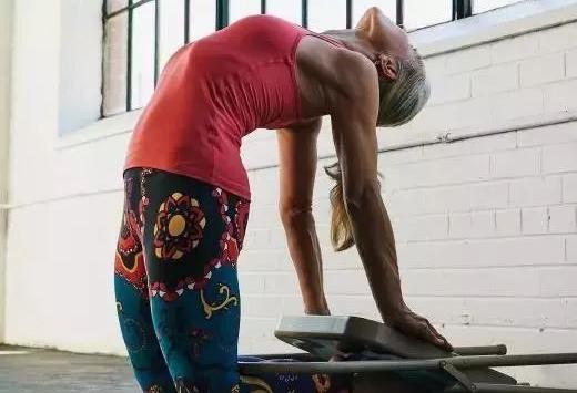 7种瑜伽骆驼式变体,最有效的打开胸腔!