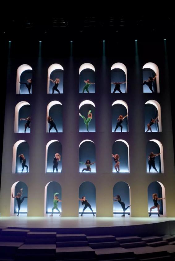 Rihanna已举办了一场比维密更震撼的内衣大秀!