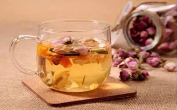 女人喝这四种茶,丰胸养颜,比按摩还有用哦!