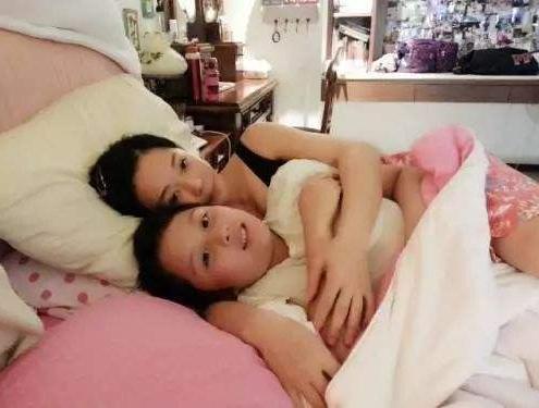 7岁儿子喜欢摸着妈妈的胸睡觉,去医院检查,医生:妈妈有责任!