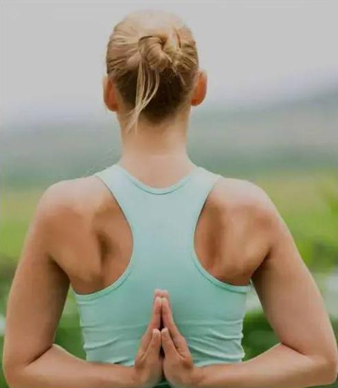 丰胸瑜伽3招式,让你上围涨一圈!