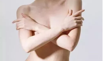 母乳喂养怎样健美乳房?正确的姿势很重要!