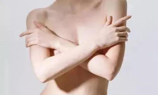 母乳喂养如何预防乳房下垂和变形