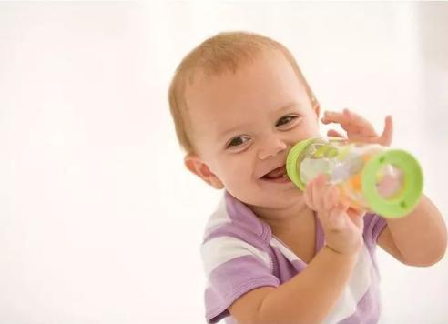 """厌奶期症状有哪些?宝宝的""""厌奶期""""如何应对"""