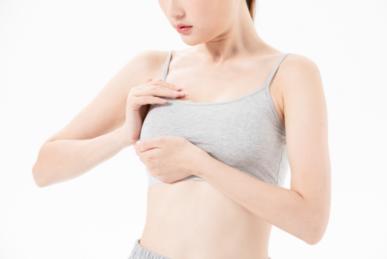 五步自测是否有副乳,小运动让副乳升级美胸!