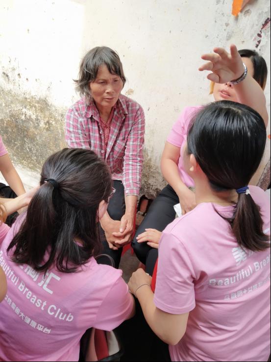 美胸汇志愿者看望乳腺癌患者家属:用心灵感受患者疾苦 用知识救死扶伤